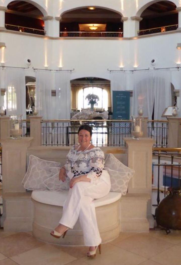 Linda in hotel